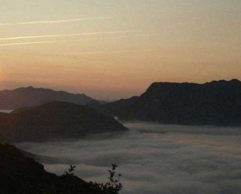 Anochecer con mar de nubes en Teverga