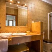 Apartamento El Valle - Baño completo con ducha de hidromasaje