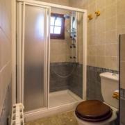 El Rincón del Duende - Apartamento Sobia - Baño con plato de ducha y mampara